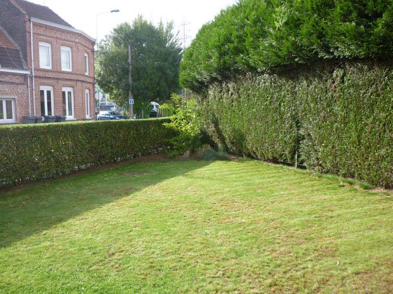 Taille des tro nes arbustes tonte de la pelouse savoir faire services - Taille des arbustes ...